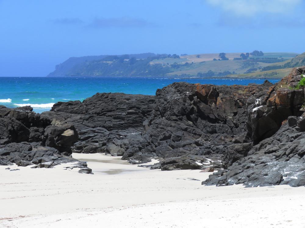 Tasmania 2019 07—Rocks at Boat Harbour beach